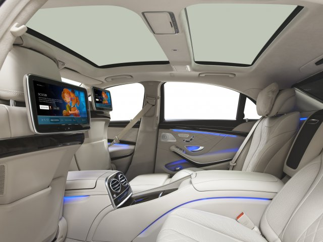 Backseat display with Vewd for Automotive
